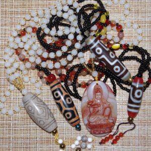 Бусины дзи - ожерелья